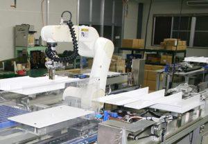 従来、人が手巻きしていたものをロボットを使い、オートメーション化する装置です。機械化することにより、高品質な製品を安定して加工できるようになりました。